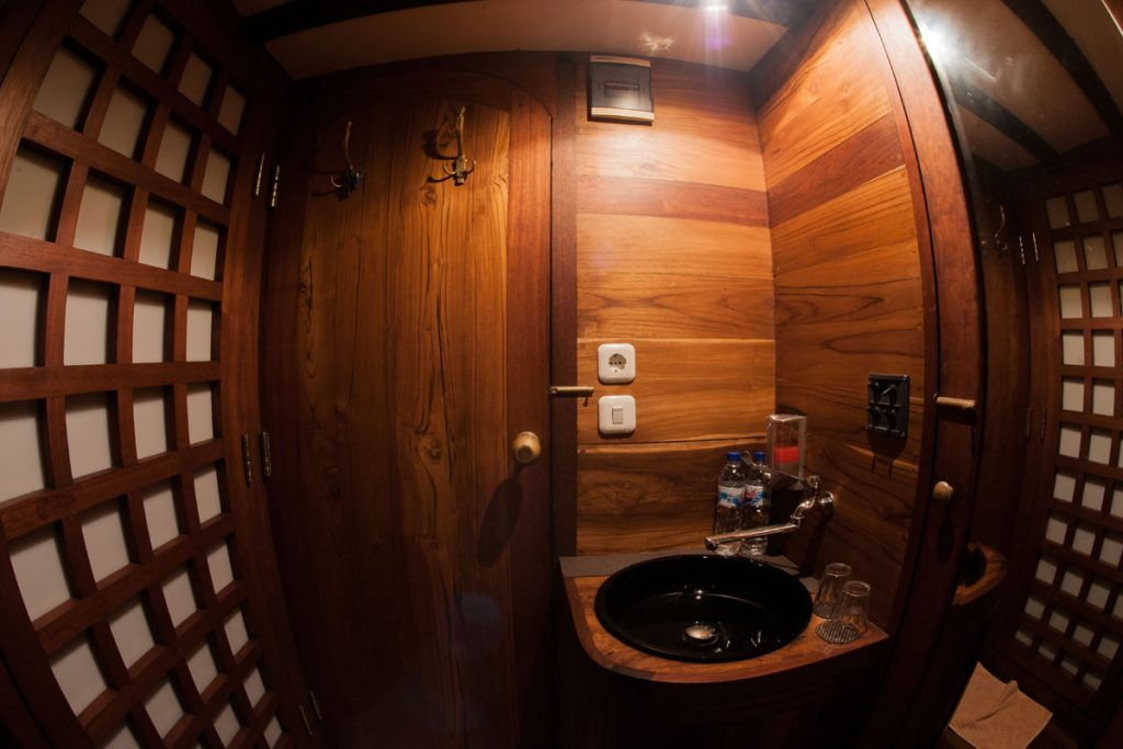 cabin-handbasin-wood-luxury-boat